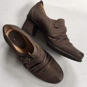 Like new Earth Brand leather heels